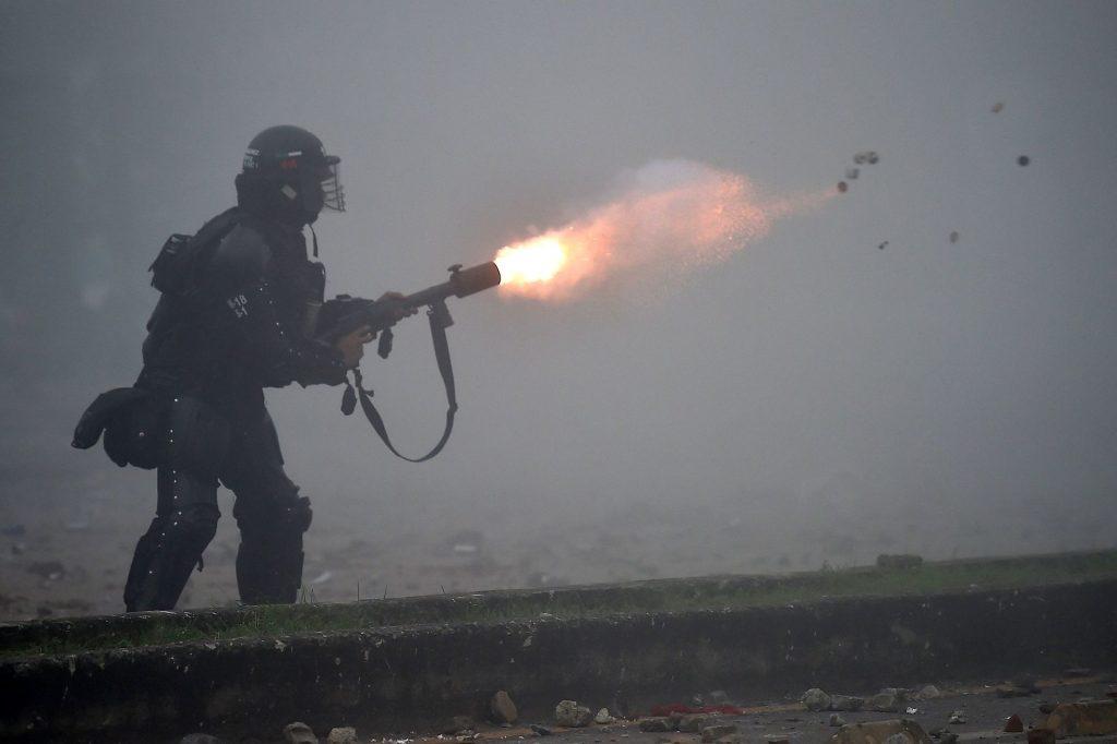 Politiet i Cali affyrer 3. maj tåregas.