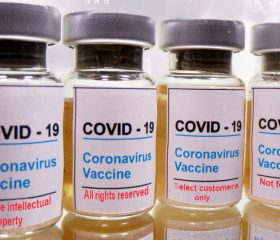 Medicinalindustrien har sat turbo på sin lobbyisme i EU under coronakrisen. Det har ført til en alliance med EU om at forsvare patenter på vaccinerne mod verdens fattige. Det afslører Corporate Europe Observatory.